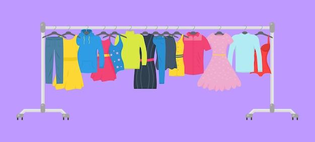 服やアクセサリーファッションアイコンセット。新しいファッションコレクション。店内のハンガーに男性と女性のカジュアルな服。季節限定セールのコンセプトです。