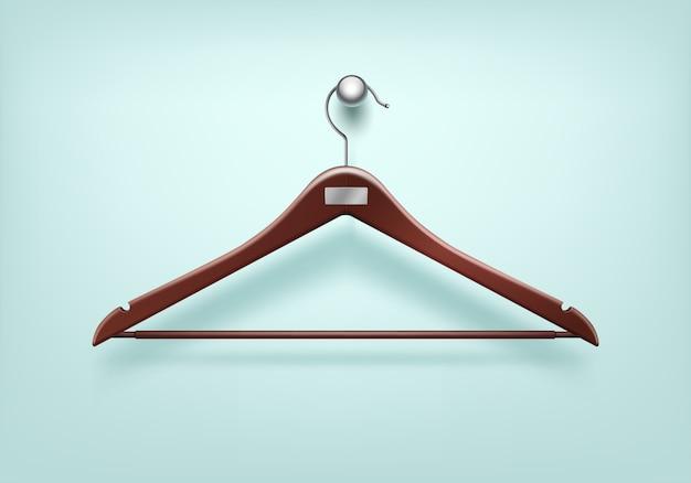 服のコートの金属タグ付き木製赤いハンガーをクローズアップで孤立した背景