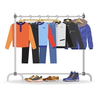 さまざまなカジュアルな男性の服、靴でハンガー。