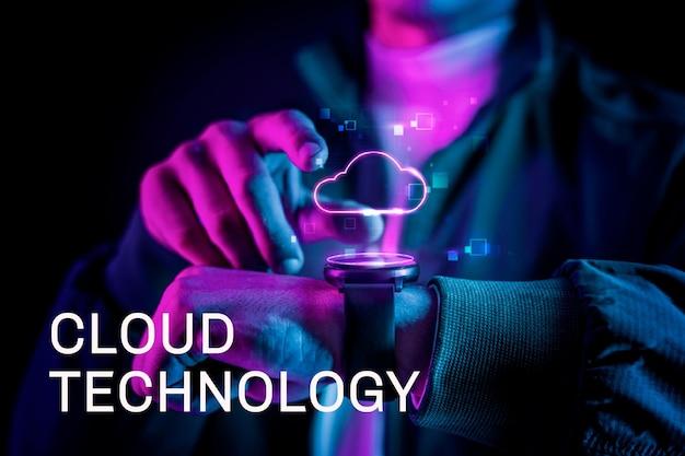 Tecnologia cloud con ologramma futuristico su smartwatch