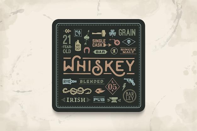 위스키 및 알코올 음료 용 코스터. 바, 술집 및 위스키 테마에 대한 빈티지 드로잉. 글자, 그림으로 위스키 잔을 위에 놓을 수있는 검은 색 사각형. 삽화