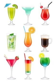 Коктейли реалистичны. алкогольные напитки в очках сок текила мятный ликер джин тоник реалистичный коктейль. реалистичный коктейль, мохито и мята, иллюстрация зонтика