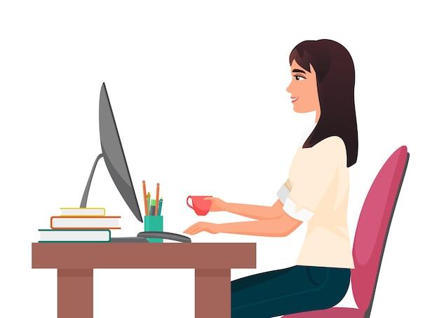 컴퓨터에서 일하는 커피를 마시는 사무실 직장 여성 사업가의 커피 휴식 시간