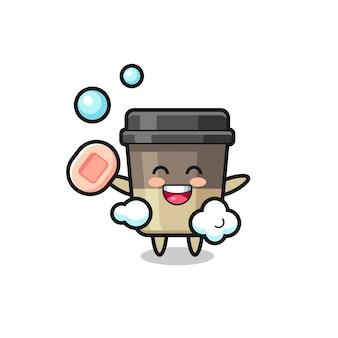 커피 컵 캐릭터는 비누를 들고 목욕을 하고 있으며 티셔츠, 스티커, 로고 요소를 위한 귀여운 스타일 디자인
