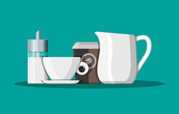 Кофе на блюдце, кувшин для молока, дозатор сахара