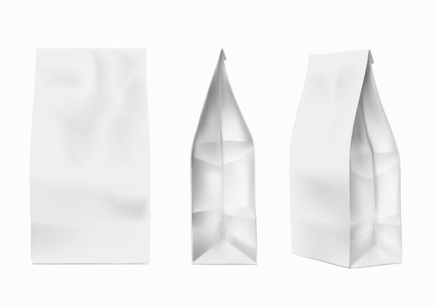 커피 패키지 모형. 커피, 소금, 설탕을 위한 흰색 호일 종이 가방 템플릿. 향신료, 밀가루, 쿠키 제품 포장 벡터 세트. 가방 및 팩 모형 호일, 스낵 패키지, 파우치 커피 그림
