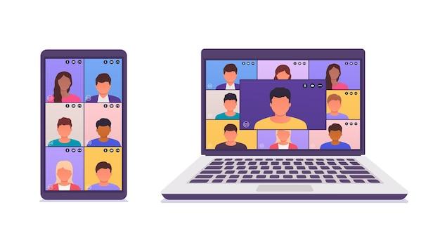Коллеги разговаривают друг с другом на экране ноутбука, смартфона. удаленная работа через телеконференцию, видеоконференцию, онлайн-встречу, электронное обучение.