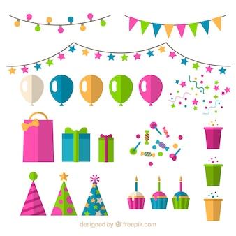 Raccolta di decorazione di compleanno in design piatto