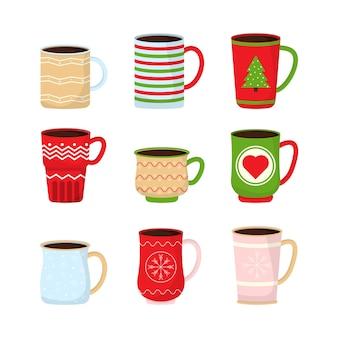 컬렉션 크리스마스 재미있는 컵. 뜨거운 음료와 함께 크리스마스 머그컵.