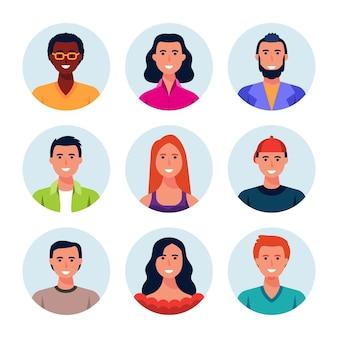 Raccolta di icone del profilo disegnate a mano di persone diverse