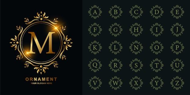 豪華な飾りまたは花のフレームの黄金のロゴのテンプレートとコレクションの最初のアルファベット。