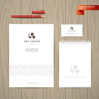 Коллекция художественных открыток с кофейными эмблемами и логотипом, нарисованными от руки кофейными зернами и семенами