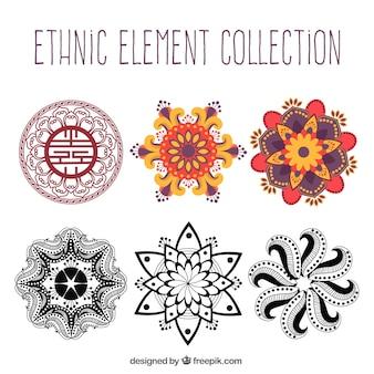 Коллекция этнических рисованной элементов