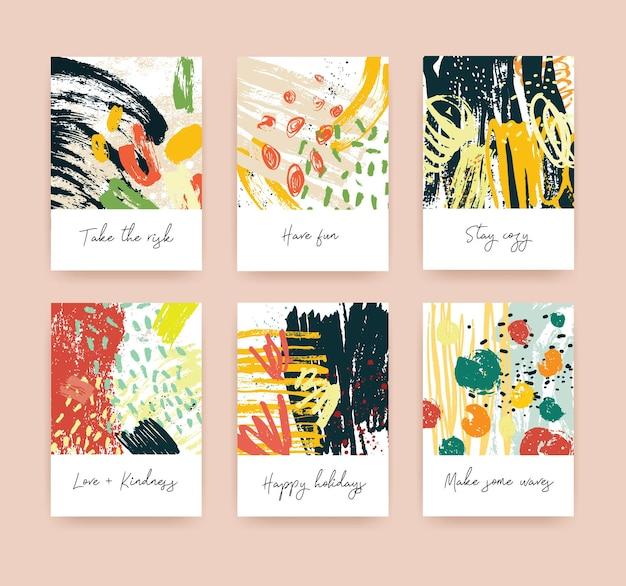さまざまな願いを込めたグリーティングカードまたはポストカードのテンプレートのコレクションと、明るい色のペンキの跡、しみ、しみのある抽象的な手描きのテクスチャ。現代のカラフルなベクトルイラスト。