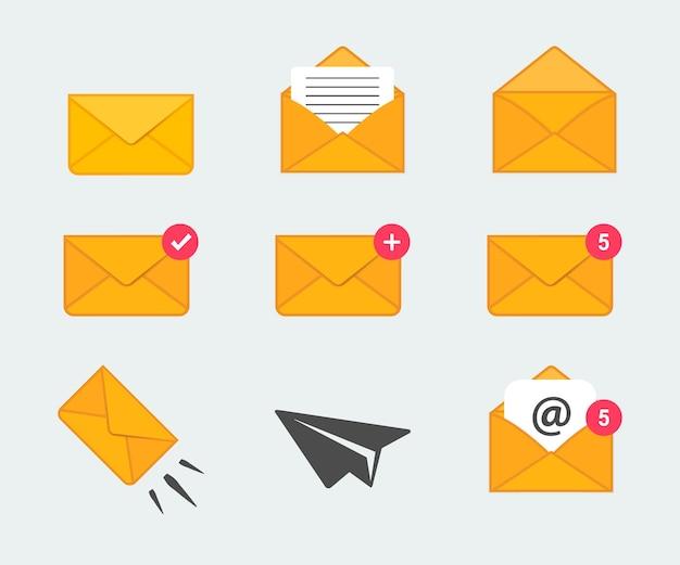 フラットなデザインスタイルのメールとメッセージのアイコンのコレクション。封筒アイコンのセット。レター封筒アイコンコレクション。紛失して開いた封筒、メッセージを読んでください。着信する新しい電子メールメッセージ