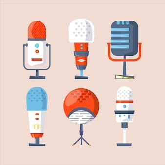 マイク、ヘッドフォン、ポッドキャストのベクトルアイコン、メディアホスティングのコレクション。スタジオのシンボル、ロゴ、エンブレム、ラベルを記録するためのデザインテンプレートセット。ボイスサイン、カラートレンディなイラスト
