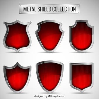 赤い金属シールドのコレクション