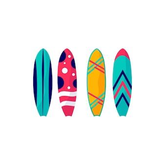바다, 바다에서 휴가를 위한 서핑보드 컬렉션입니다. 흰색 배경에 고립 된 여름 스포츠 및 레저 야외 활동의 개념. 평면 벡터