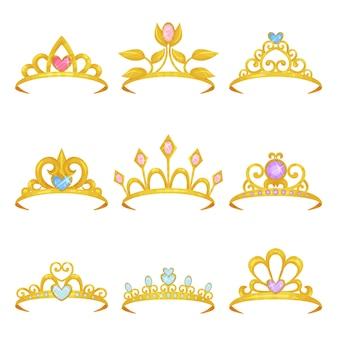 빛나는 보석으로 장식 된 다양한 왕관 컬렉션. 황금 공주 티아라. 귀중한 여성의 액세서리. 비싼 보석. 화려한 플랫 디자인