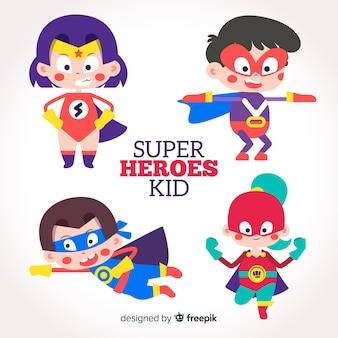 様々なスーパーヒーローの子供のコレクション