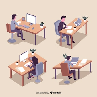 Raccolta di impiegati seduti ai loro banchi