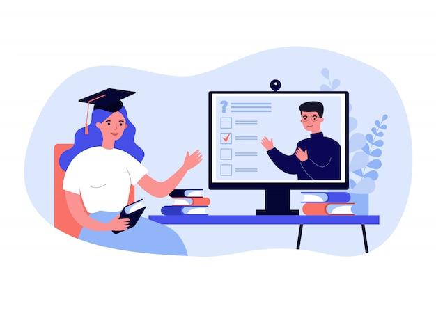 Студент колледжа смотрит онлайн вебинар