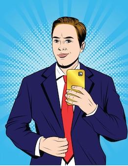 Цветная иллюстрация стиля поп-арта делового человека в иске, делающем селфи. красивый парень фотографирует себя на телефоне.