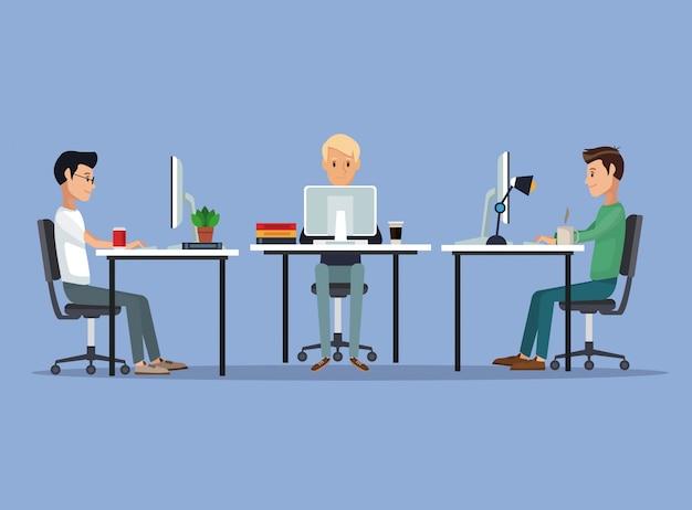 Цветной фон сцены с веб-разработчик группы мужчин в письменной форме программирования векторных иллюстраций