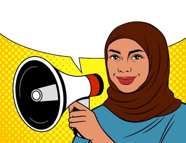 ポップなアートスタイルのカラーイラスト。スピーカーとスカーフのアラビア語の女性。メガホン、女性と吹き出しの点線の背景にイスラム教徒の女性
