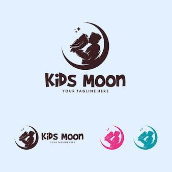 月のロゴのフクロウとカラフルな男の子