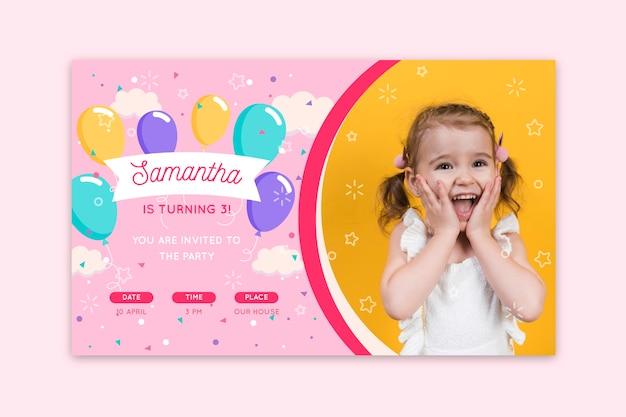 Modello di invito di compleanno di bambini colorati con foto
