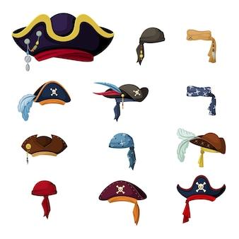 Набор красочных корсар и пиратские шляпы. винтажные головные уборы и сложные ретро головные уборы с перьями, символизирующими капитана и матроса, традиционную одежду морских разбойников и рейдеров. векторный мультфильм.