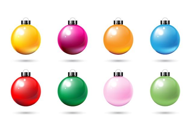 装飾用のカラフルな例のクリスマスボールは、白い背景で隔離します。