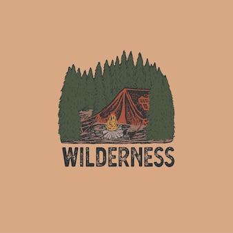 산 풍경과 다채로운 손으로 그린 야생 배지