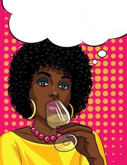 アルコールを飲む美しいアフリカ系アメリカ人女性のポップアートスタイルのカラフルなイラスト。彼女の手でアルコールとガラスを保持しているファッショナブルな女性
