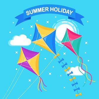 青い空を飛んでいるカラフルな凧、背景に太陽。夏、春休み、子供用おもちゃ。