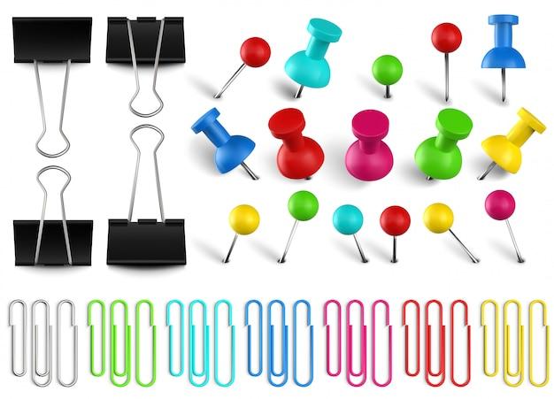 다채로운 압정 및 클립 바인더. 컬러 종이 클립, 빨간 압정 및 사무 용지 클램프. 현실적인 핀 설정합니다. 여러 가지 빛깔의 문구 용품. 학교 및 비서 액세서리