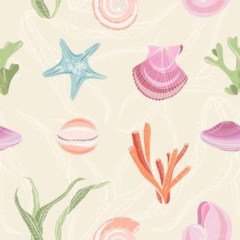 貝殻、ヒトデ、軟体動物、サンゴ、明るい背景に海藻とカラフルなシームレスパターン。海の動植物の背景。包装紙の現実的な手描きイラスト