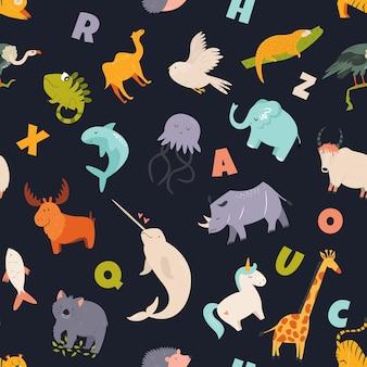 야생의 귀여운 재미있는 동물과 영어 글자로 된 다채로운 매끄러운 패턴입니다. 벡터 일러스트 레이 션