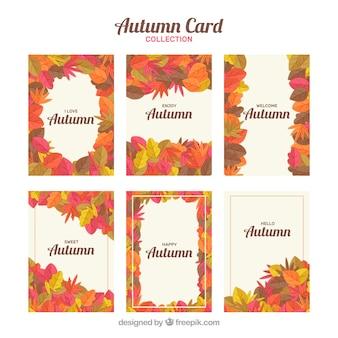 フラットデザインの秋のカードのカラフルなセット