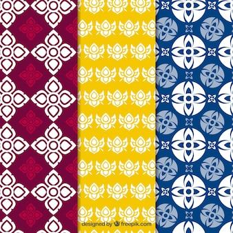フラットデザインのカラフルなタイのパターンのコレクション