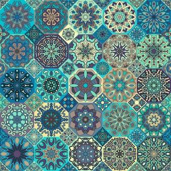 カラフルなヴィンテージシームレスなパターンの花と曼荼羅の要素。手描きの背景。