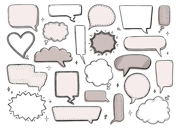 丸い星、雲の形をした漫画の吹き出しセット。手描きスケッチ落書きスタイル。ベクトルイラスト吹き出しチャット、引用テキストのメッセージ要素。