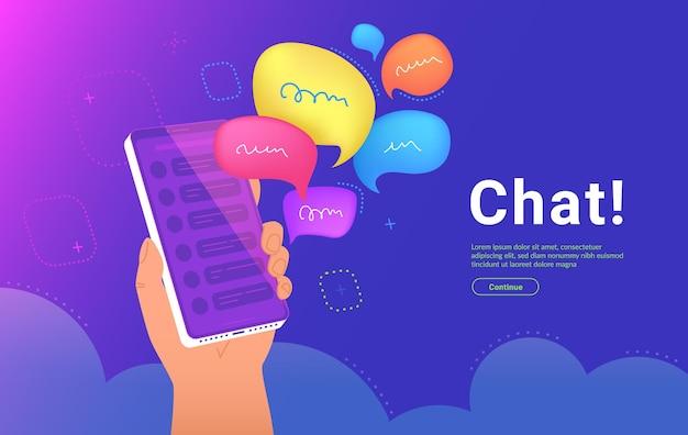 커뮤니티 공지 또는 그룹 채팅 모바일 앱. 인간의 손에 대한 개념 벡터 일러스트레이션은 소셜 미디어에서 메신저 또는 커뮤니티 경고로 말풍선이 있는 스마트폰을 들고 있습니다.