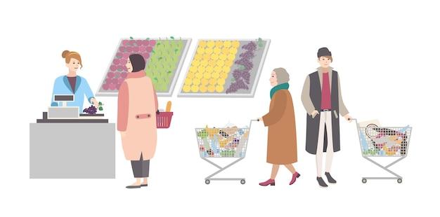 スーパーマーケットやショップのコンセプト。ショッピングカートを持っているさまざまな人々が野菜部門で商品の重さを量りました。女の子は購入の重さを量ります。カラフルなフラットベクトルイラスト。