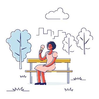 자유 시간 야외 지출의 개념입니다. 행복한 소녀는 건강한 라이프 스타일을 이끌고 있습니다.