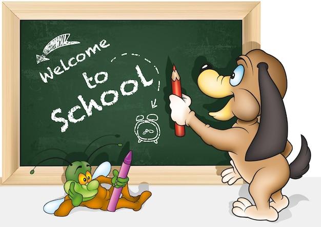 Концепция добро пожаловать в школу с мультяшной собакой перед классной доской
