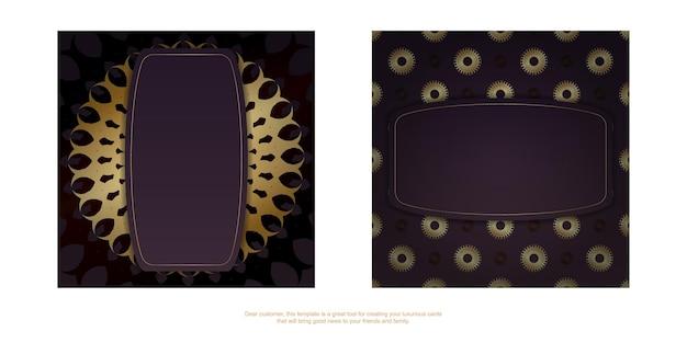 인디언 골드 패턴이 있는 버건디 컬러의 축하 브로셔를 인쇄할 준비가 되었습니다.