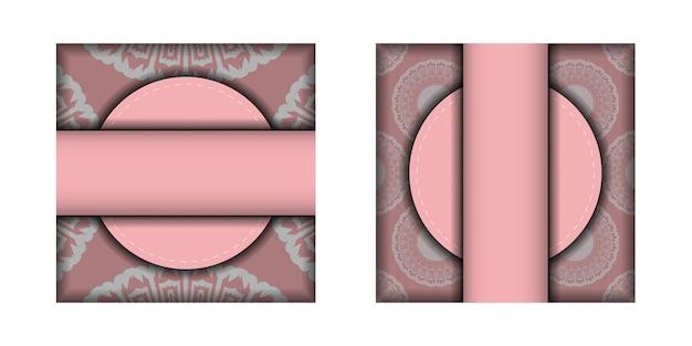 あなたのブランドのための豪華な白い装飾品が付いているピンクのお祝いのパンフレット。