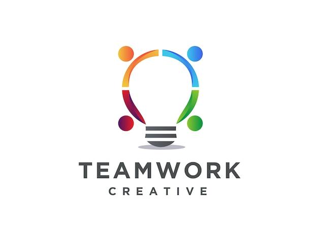 接続の人々と照明電球のロゴのテンプレート、チームワークのアイデアのロゴのテンプレート
